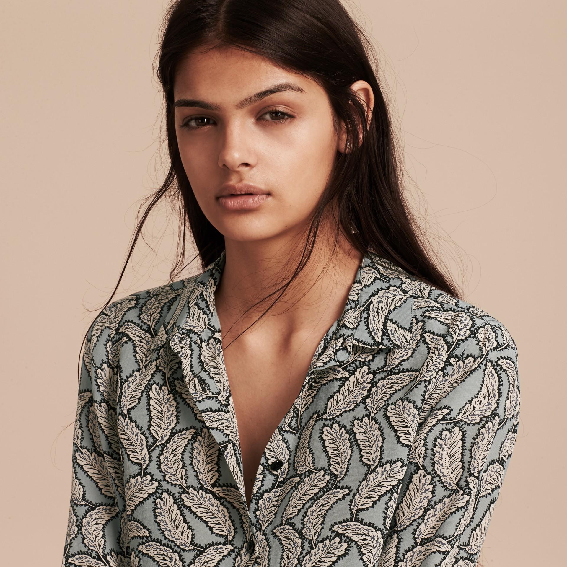 Stone blue Camisa de seda com estampa de folhas Stone Blue - galeria de imagens 5