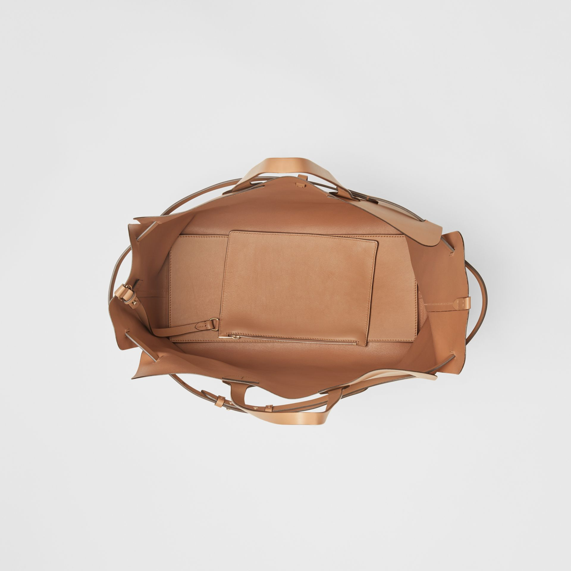 Grand sac The Belt en cuir doux (Camel Clair) - Femme | Burberry Canada - photo de la galerie 4