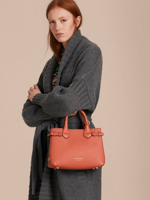 The Banner piccola in pelle con motivo House check (Rosso Cannella) - Donna | Burberry - cell image 2