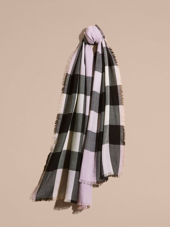 The Lightweight Cashmere Scarf in Check in Dusty Lilac