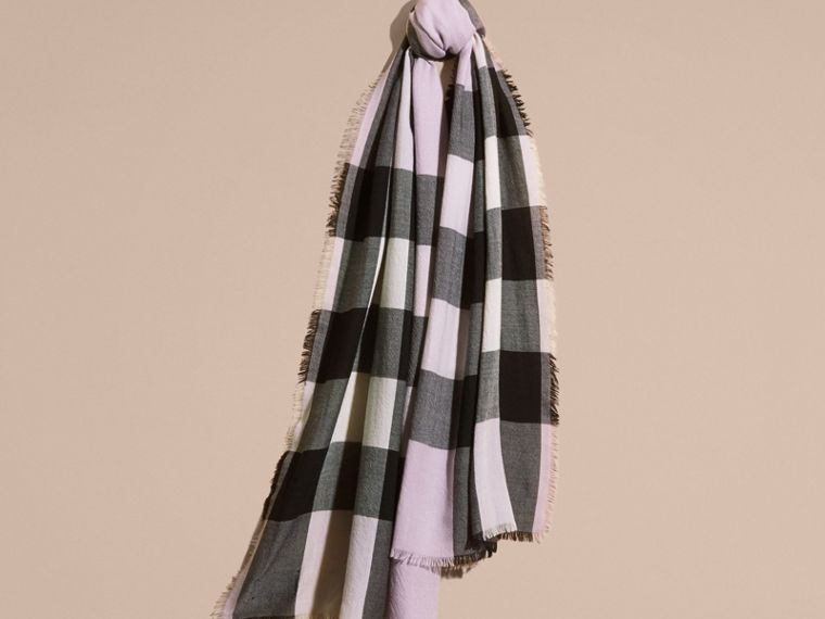 The Lightweight Cashmere Scarf in Check Dusty Lilac - cell image 4
