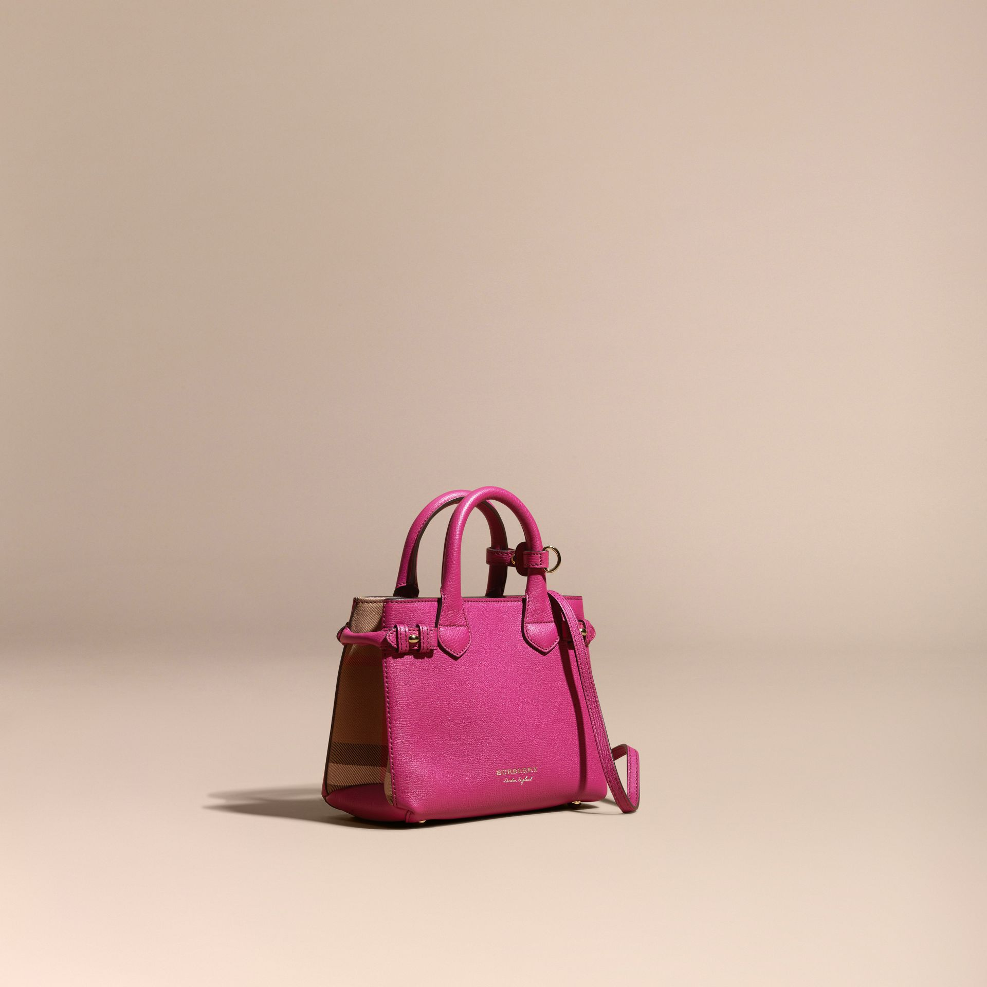 Fucsia brillante Borsa The Baby Banner in pelle con motivo House check Fucsia Brillante - immagine della galleria 1