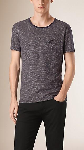 Camiseta de linho e algodão com estampa listrada