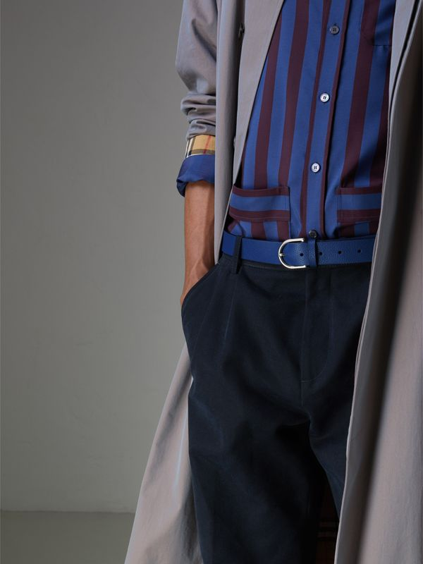 D-shaped Buckle Grainy Leather Belt in Bright Ultramarine - Men | Burberry Canada - cell image 2