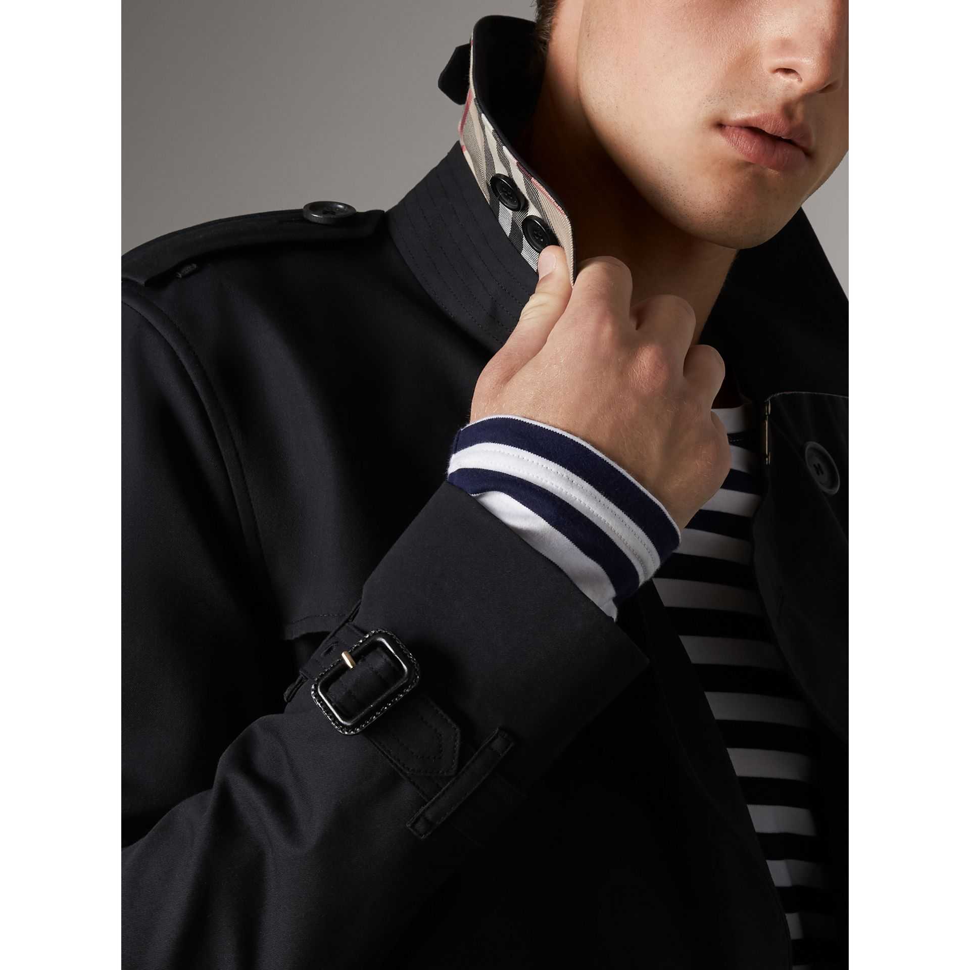 The Sandringham – Short Trench Coat in Navy - Men | Burberry - gallery image 2