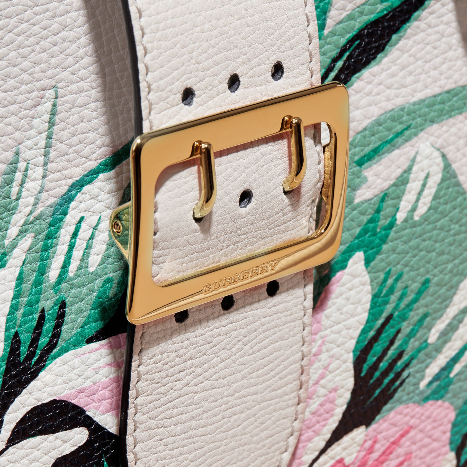The Medium Buckle Tote in Peony Rose Print Leather in Natural/emerald Green - gallery image 2