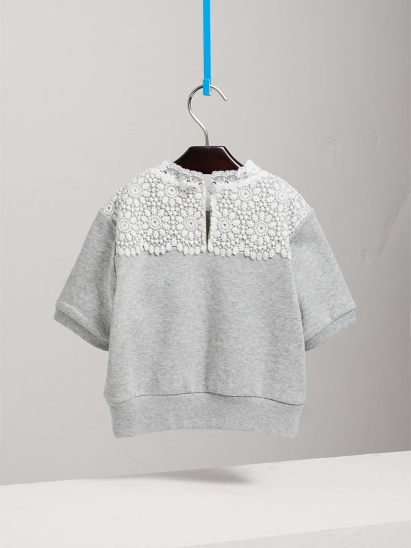 Suéter de mangas curtas em malha de algodão com detalhe de renda (Cinza Mesclado) | Burberry - cell image 3