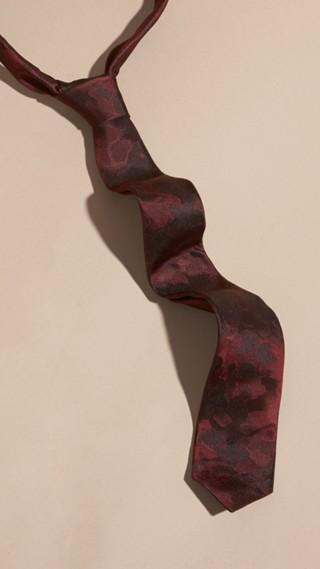 Cravate fine en soie à motifs arty