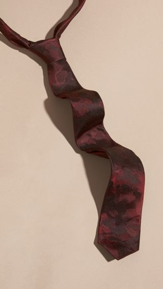 Slim Cut Painterly Pattern Silk Tie