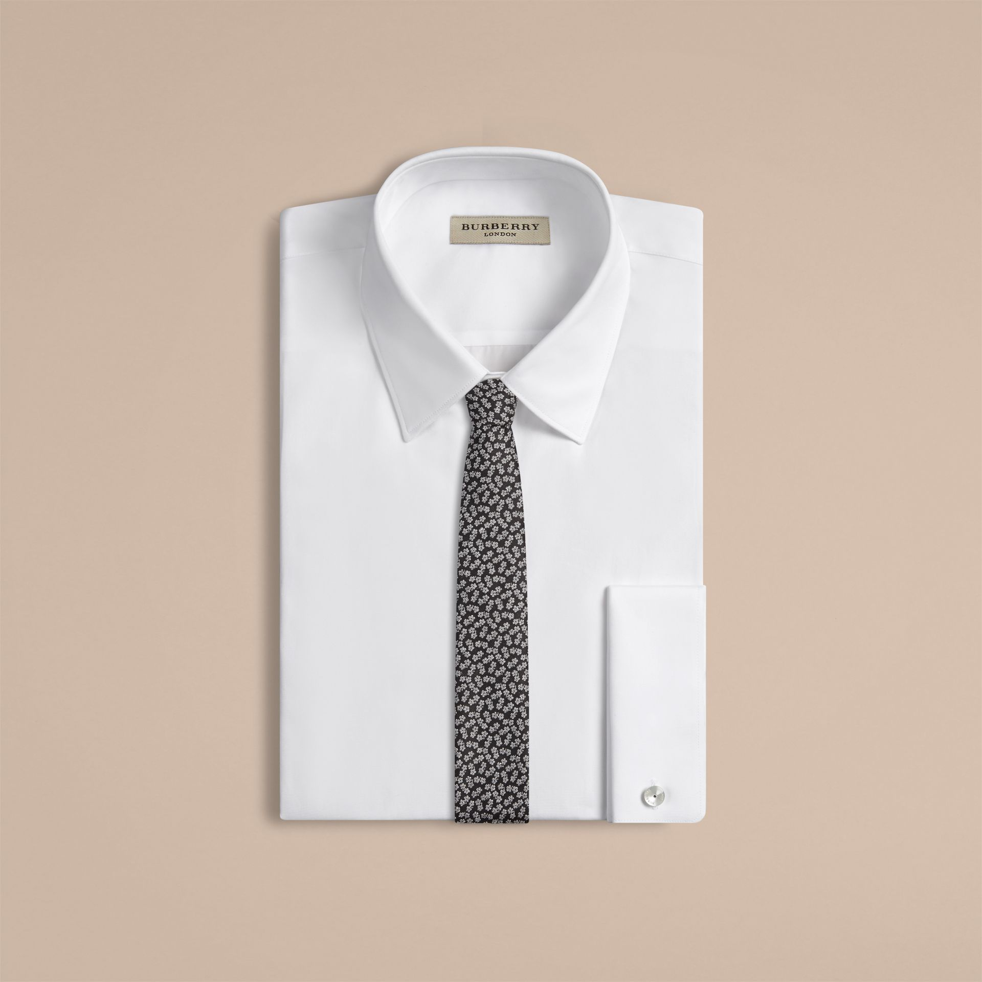 Nero Cravatta dal taglio sottile in seta e lino jacquard con motivo floreale - immagine della galleria 2