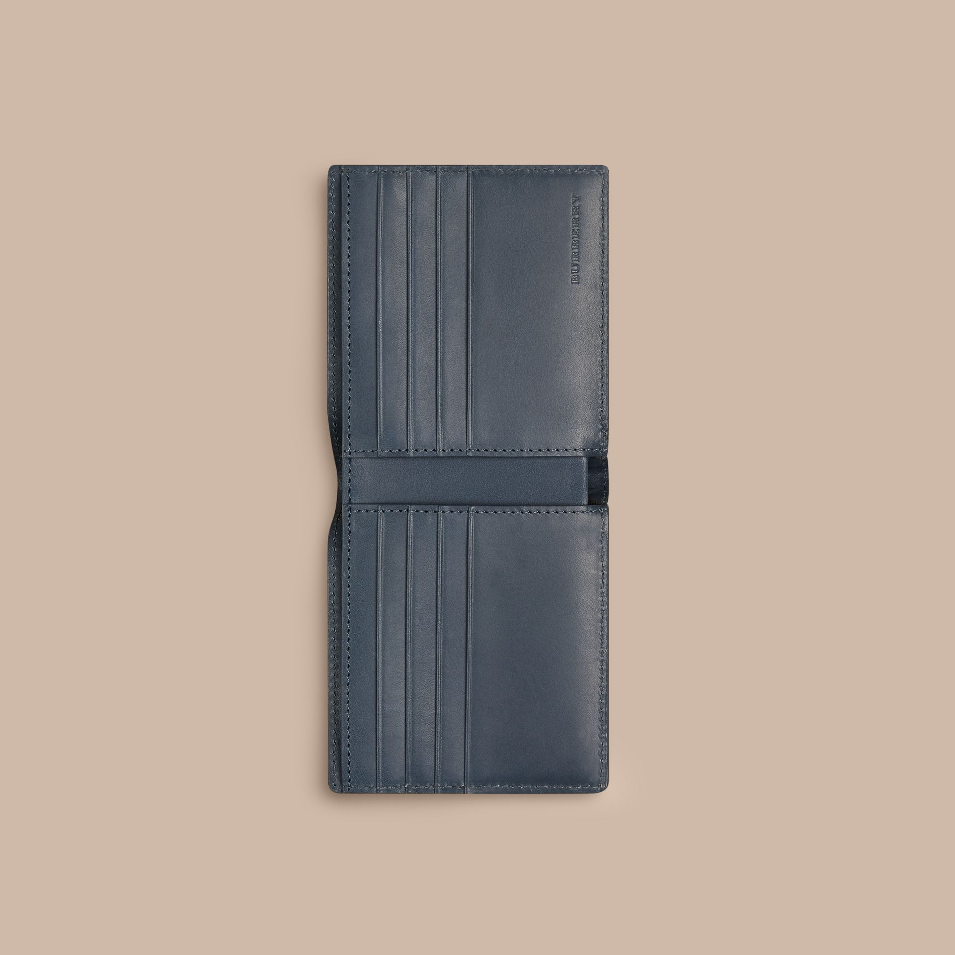 Steel blue Carteira dobrável de couro com estampa xadrez em relevo Steel Blue - galeria de imagens 4