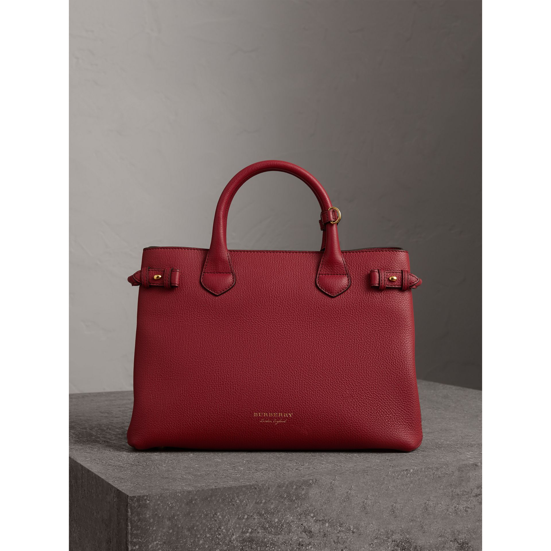 The Banner media in pelle con motivo House check (Rosso Bruno) - Donna | Burberry - immagine della galleria 6