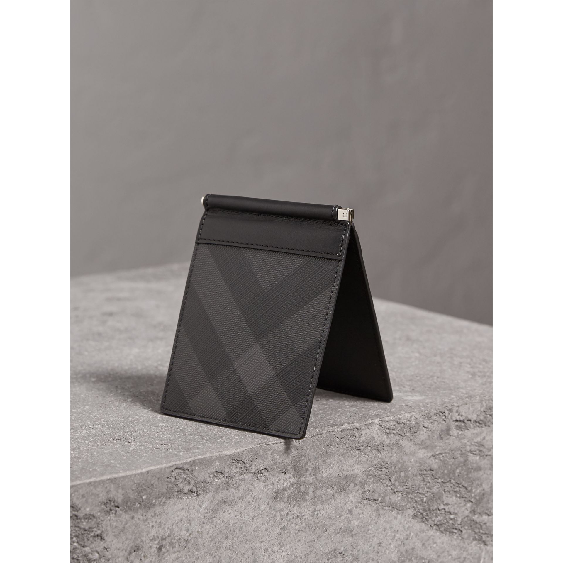 London Check Money Clip Wallet in Charcoal/black - Men | Burberry Singapore - gallery image 2