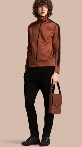 Veste à rayures zippée à l'avant