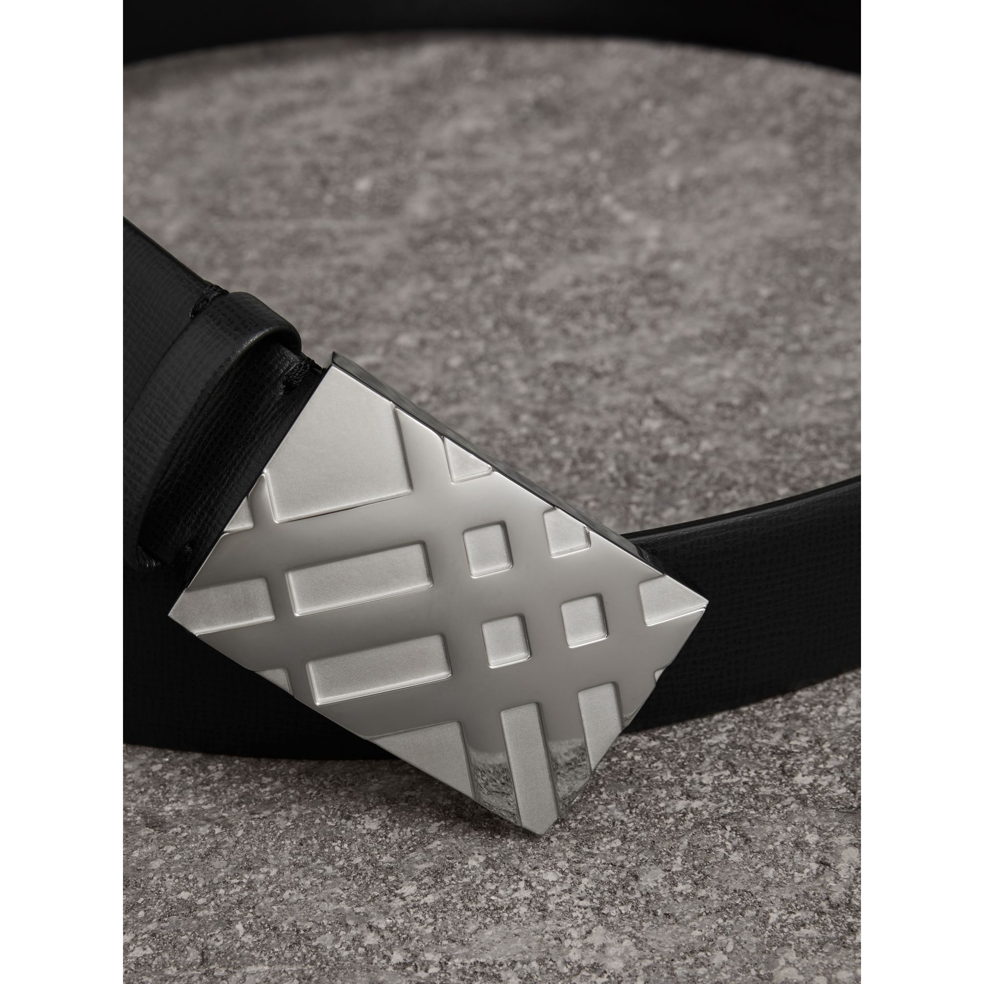 Check-embossed Buckle London Leather Belt in Black - Men | Burberry - gallery image 1