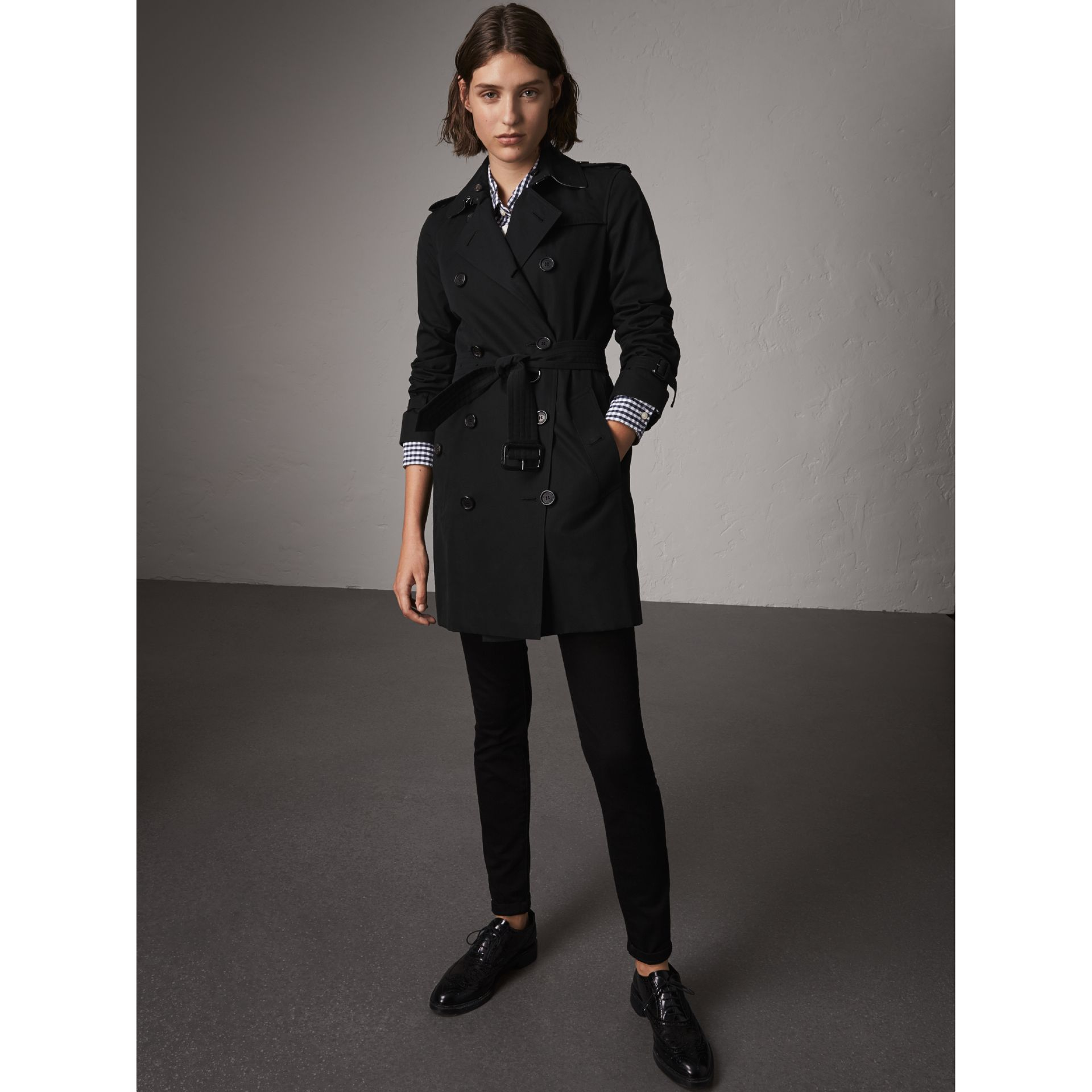 The Kensington – Mid-length Trench Coat in Black - Women | Burberry United Kingdom - gallery image 7