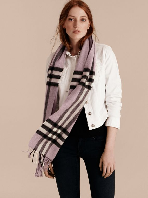 The Classic Cashmere Scarf in Check Dusty Lilac - cell image 2