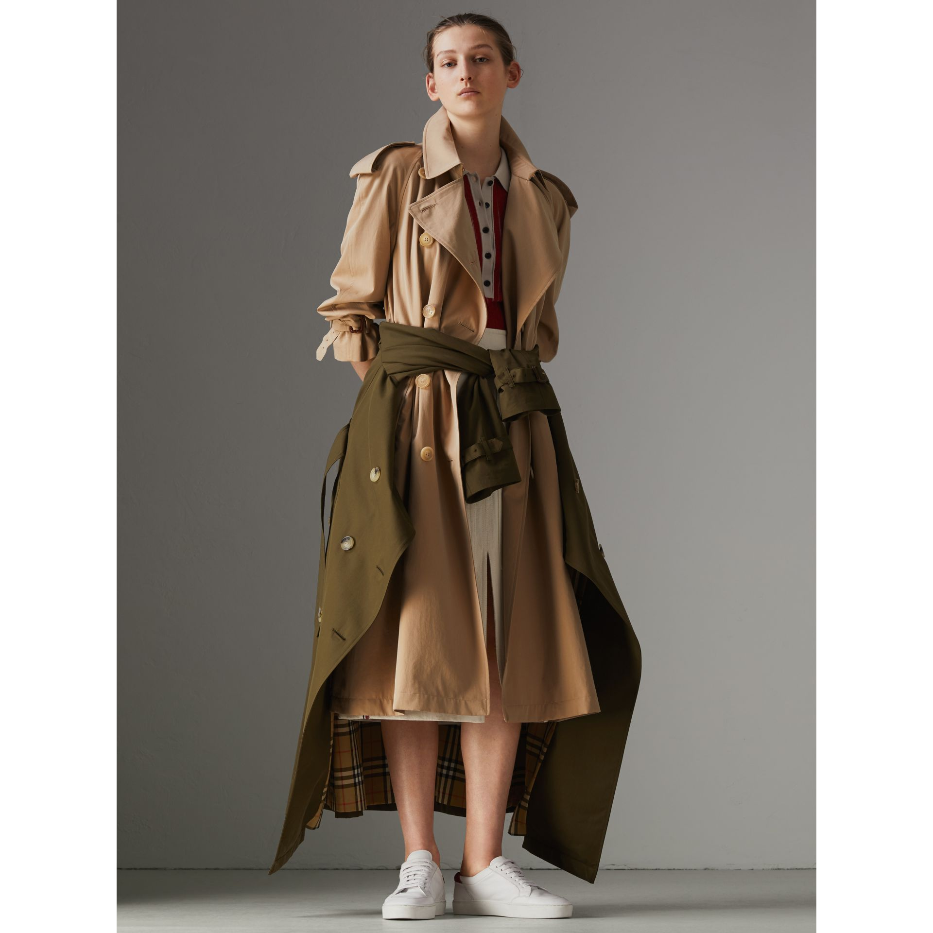 The Long Westminster Heritage Trench Coat in Honey - Women | Burberry Canada - gallery image 8