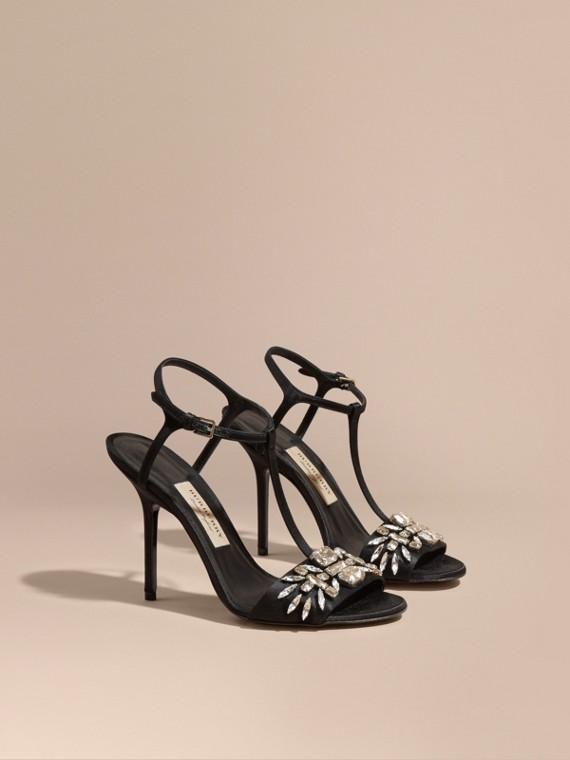 Sandales en cuir ornées de pierres
