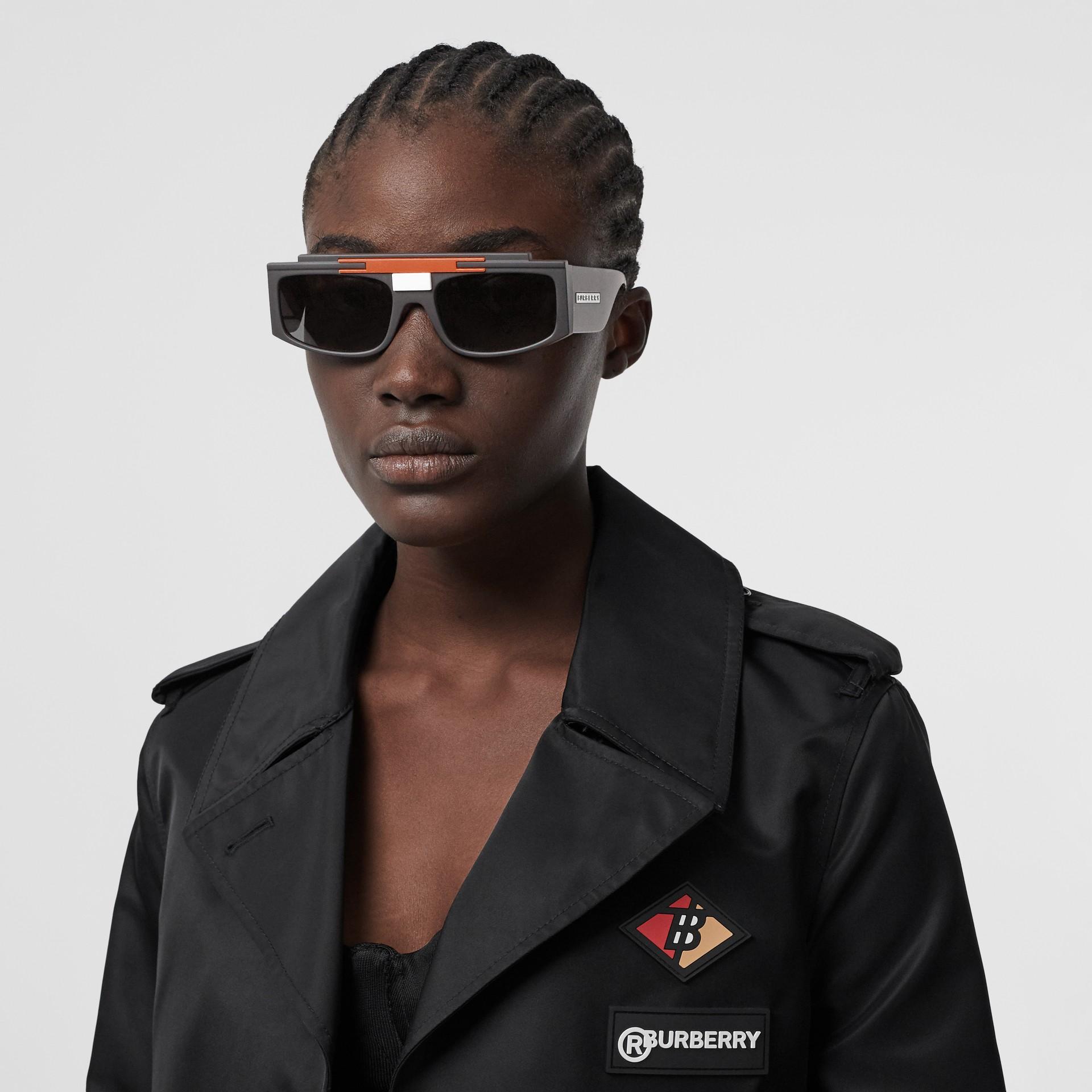 Rectangular Frame Sunglasses in Black - Women | Burberry - gallery image 2