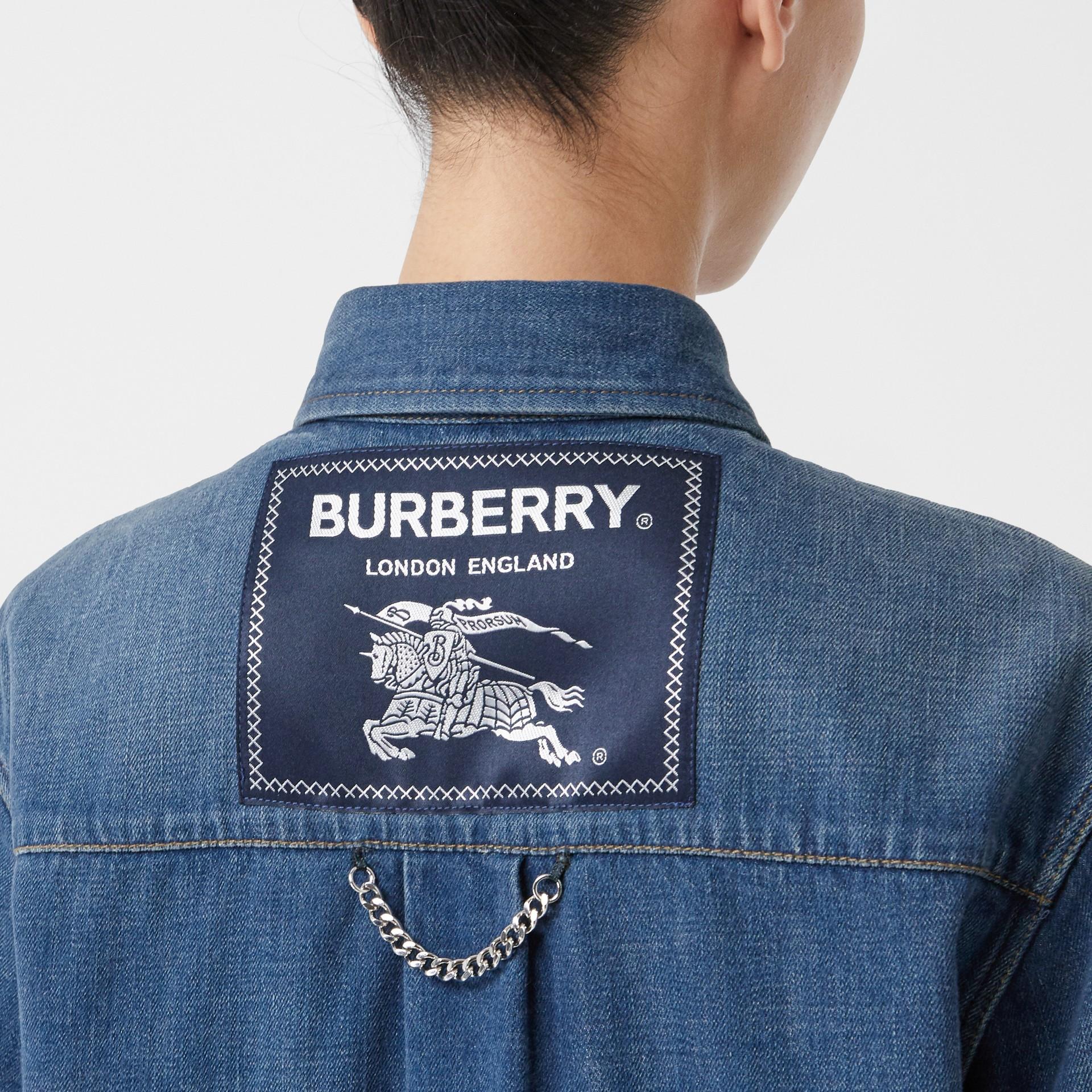 Chemise en denim avec logo appliqué (Indigo) - Femme | Burberry - photo de la galerie 1