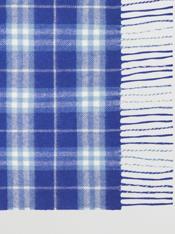 The Classic Vintage Check Cashmere Scarf in Bright Lapis | Burberry United States - cell image 1