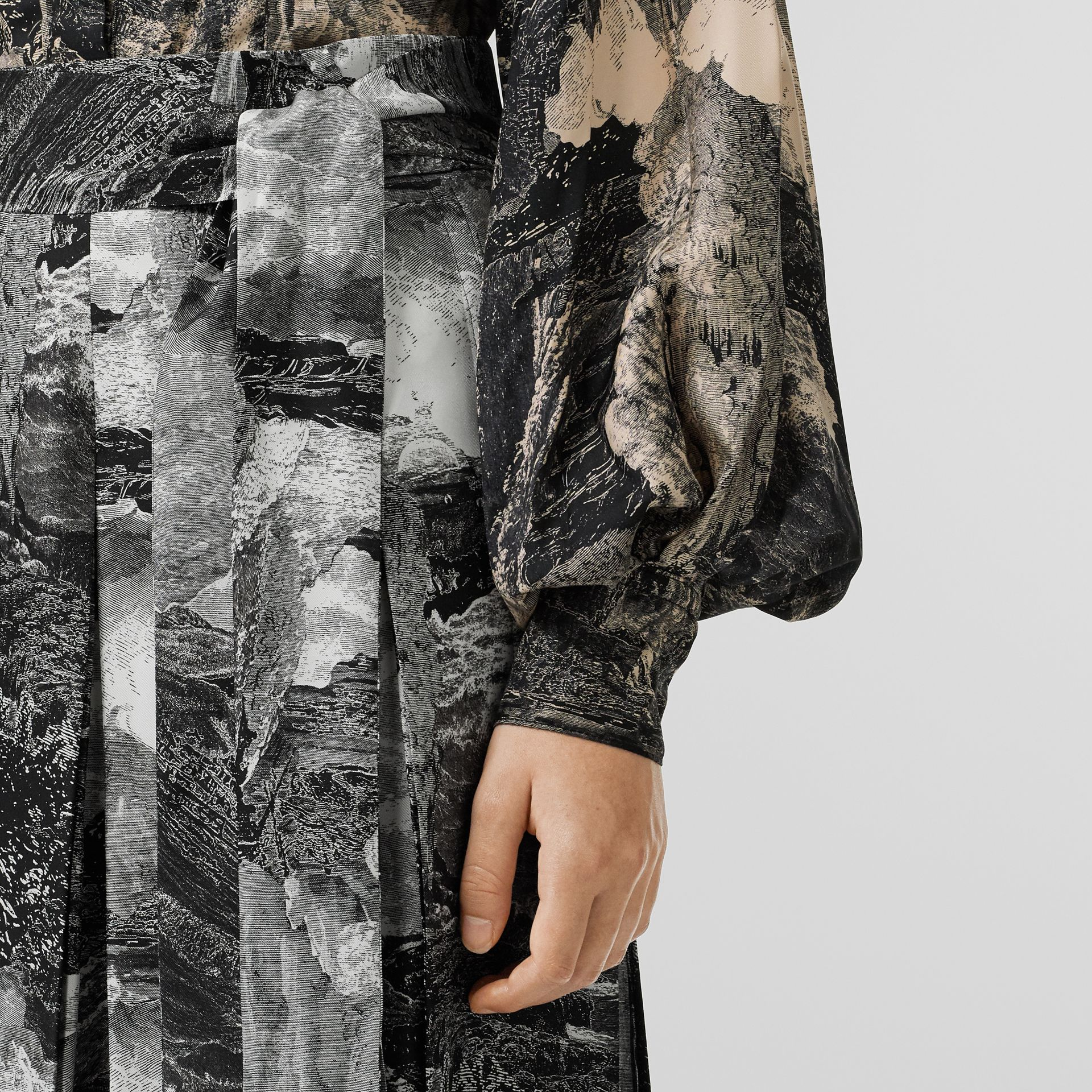 Dreamscape Print Pleated Silk Tie-waist Skirt in Black - Women | Burberry Canada - gallery image 1