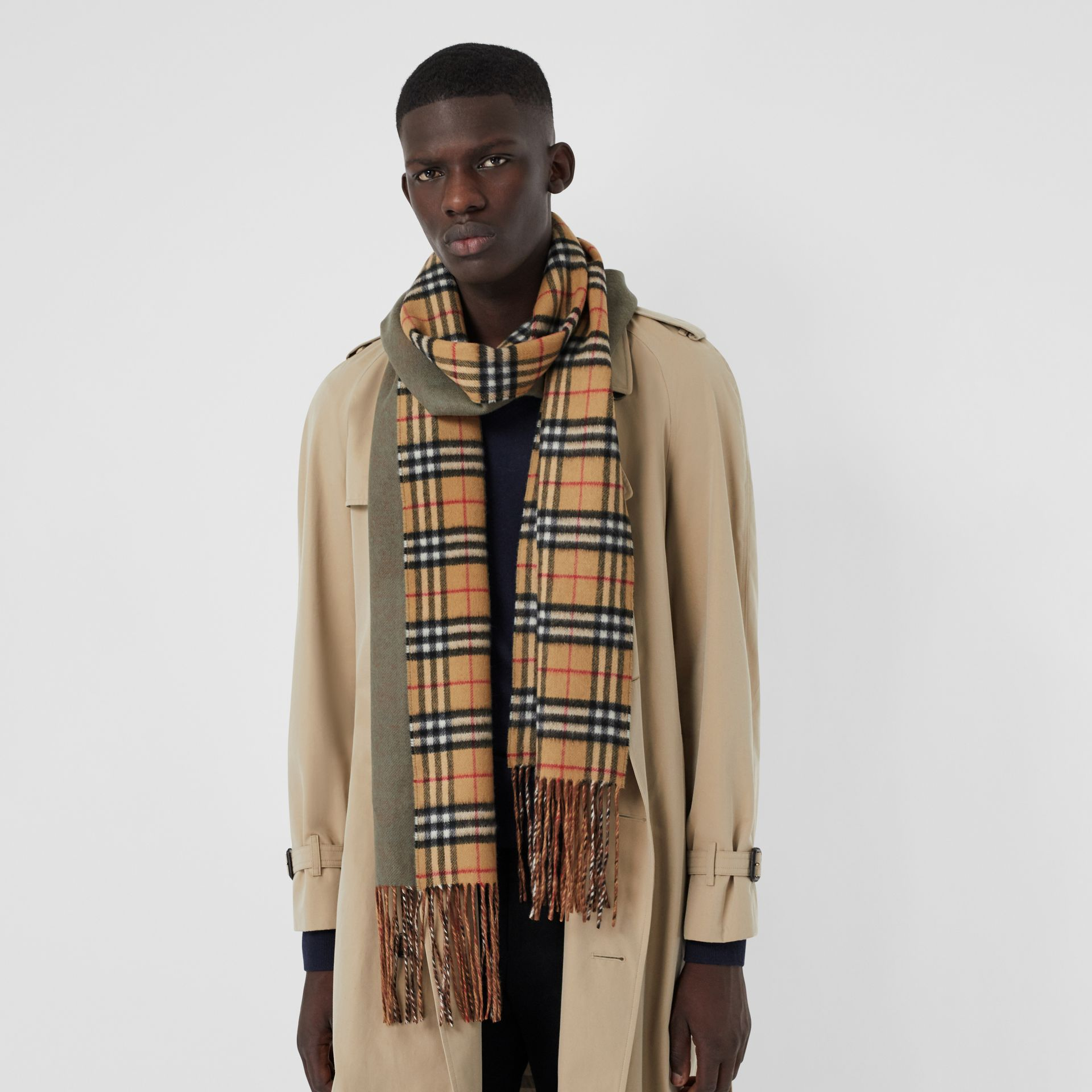 Long Reversible Vintage Check Double-faced Cashmere Scarf in Chalk Green | Burberry Canada - gallery image 5