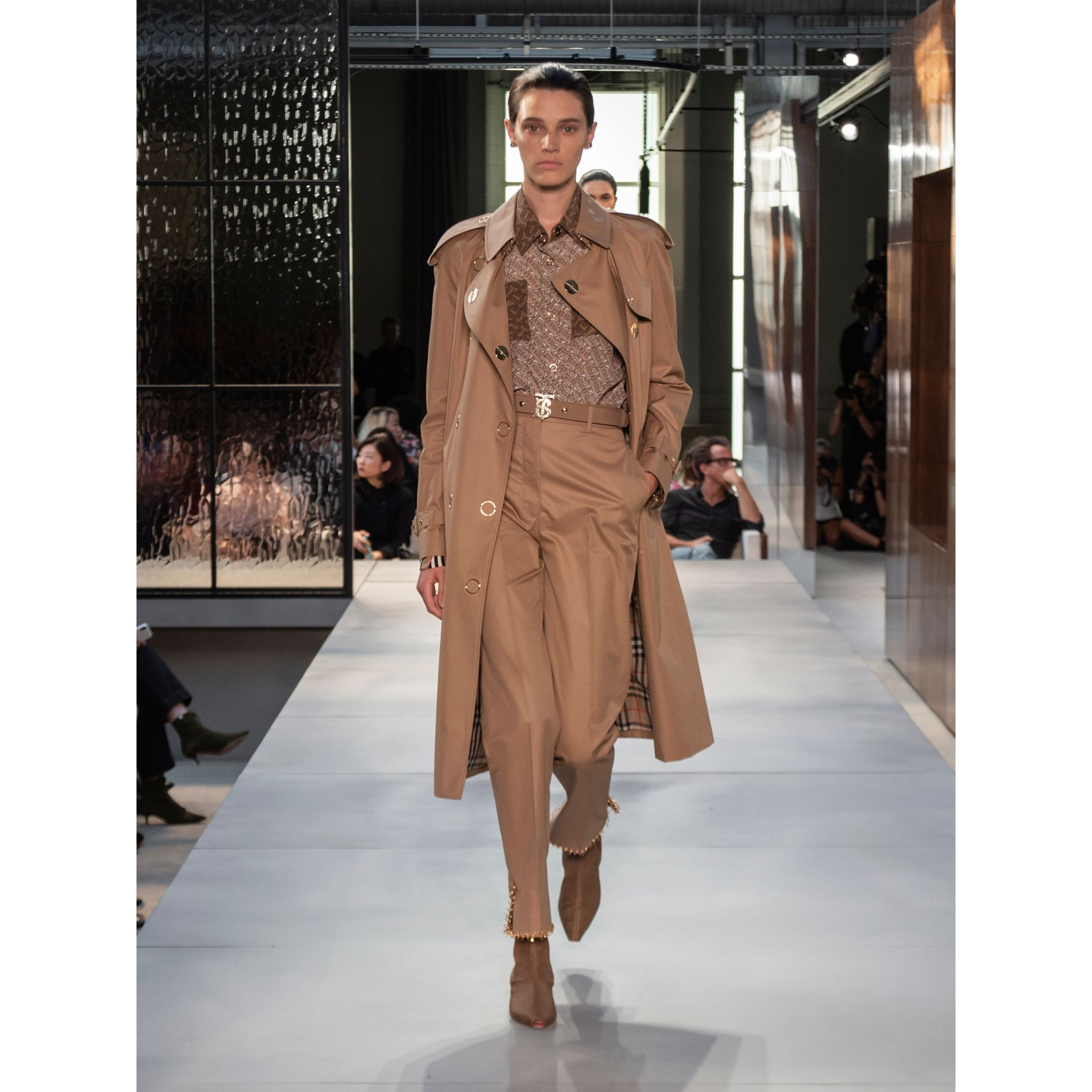 Press-stud Detail Cotton Gabardine Trench Coat in Driftwood - Women | Burberry - gallery image 9