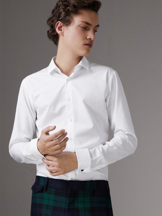 Camisa entallada en popelina de algodón con puños dobles (Blanco)