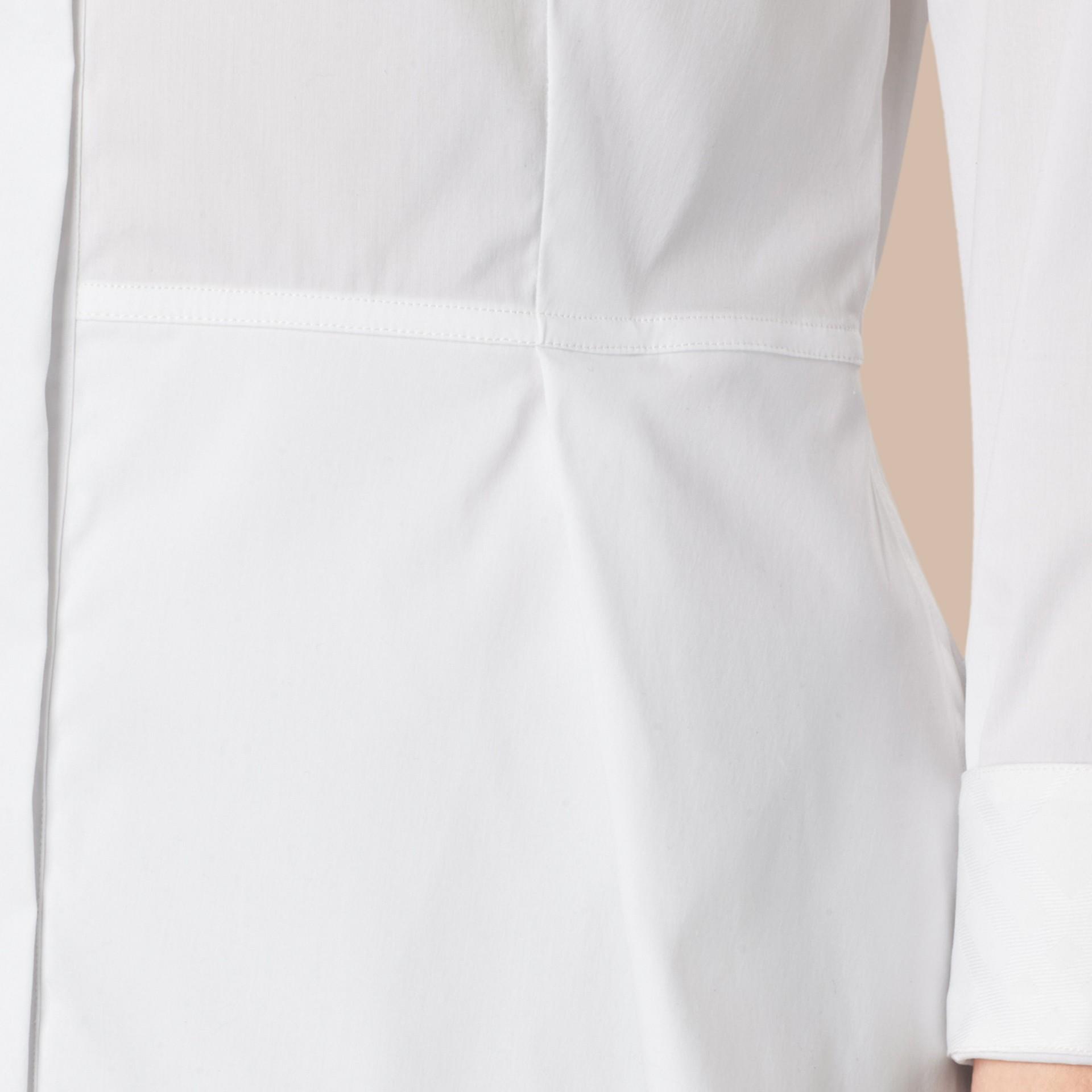 Branco Camisa de algodão stretch com sobressaia peplum - galeria de imagens 2