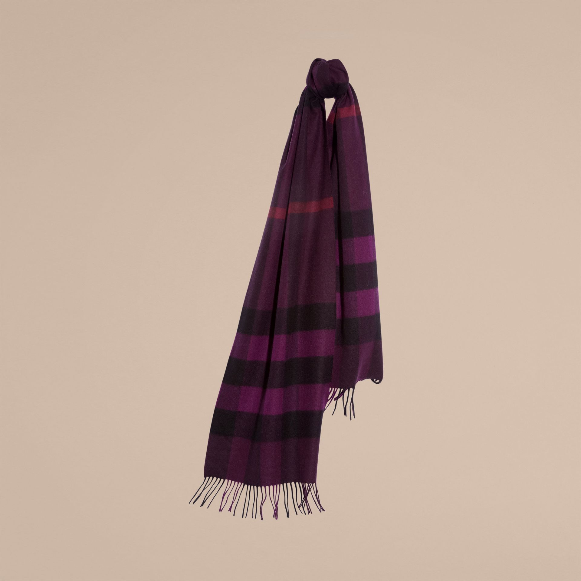 The Large Classic Cashmere Scarf in Check in Aubergine | Burberry - gallery image 6
