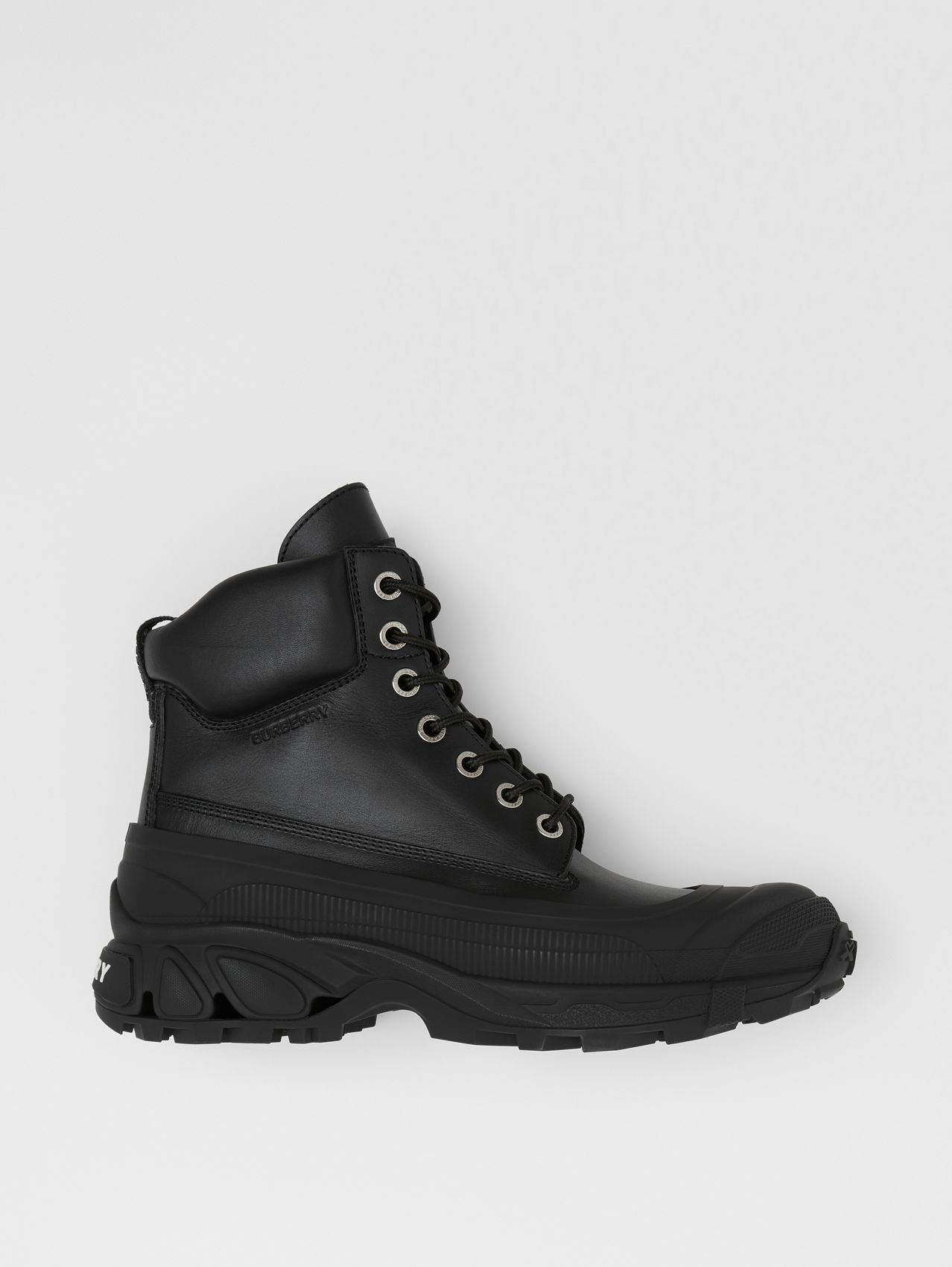 Contrast Sole Leather Boots in Black