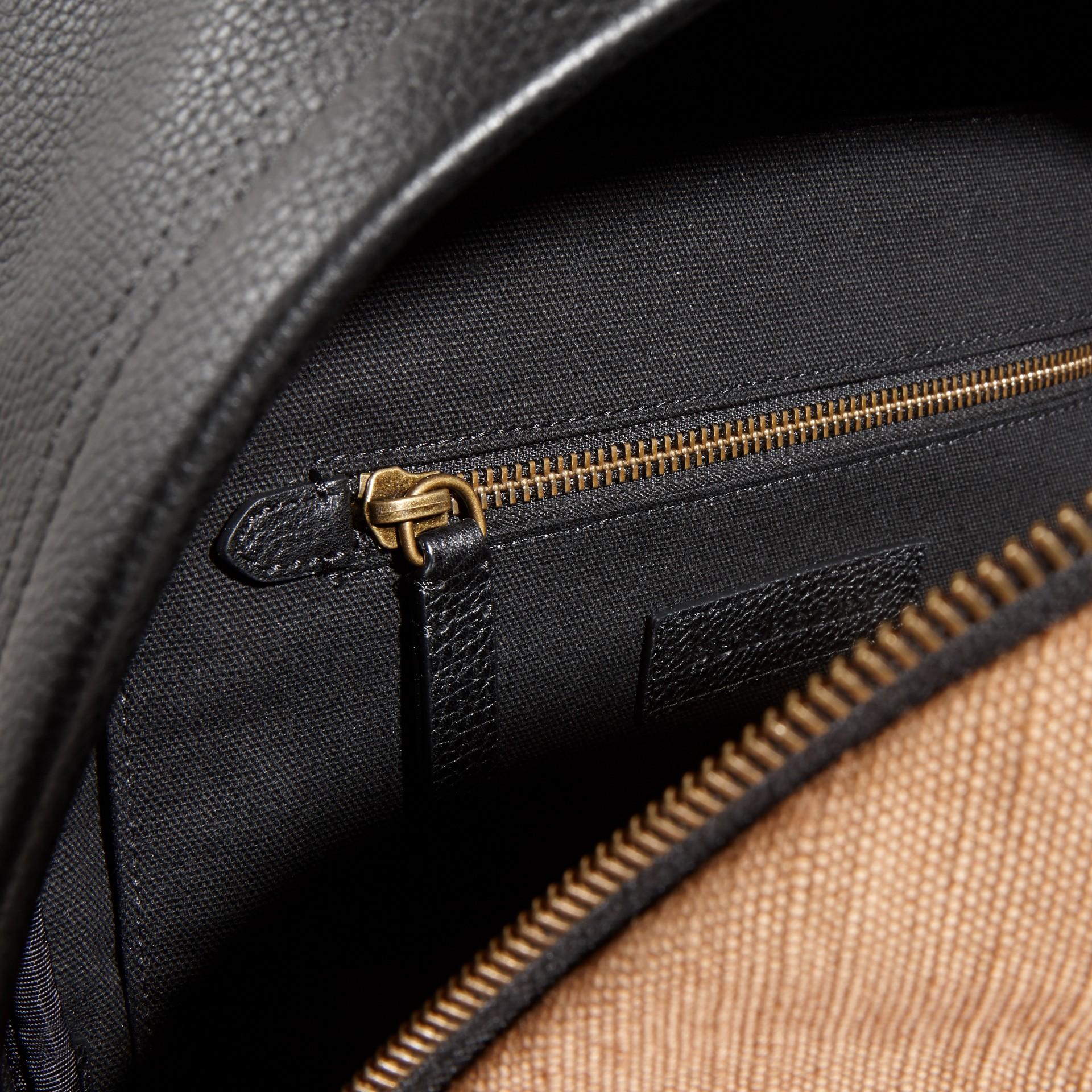 Schwarz Rucksack aus Canvas Check-Gewebe mit Lederbesatz - Galerie-Bild 5