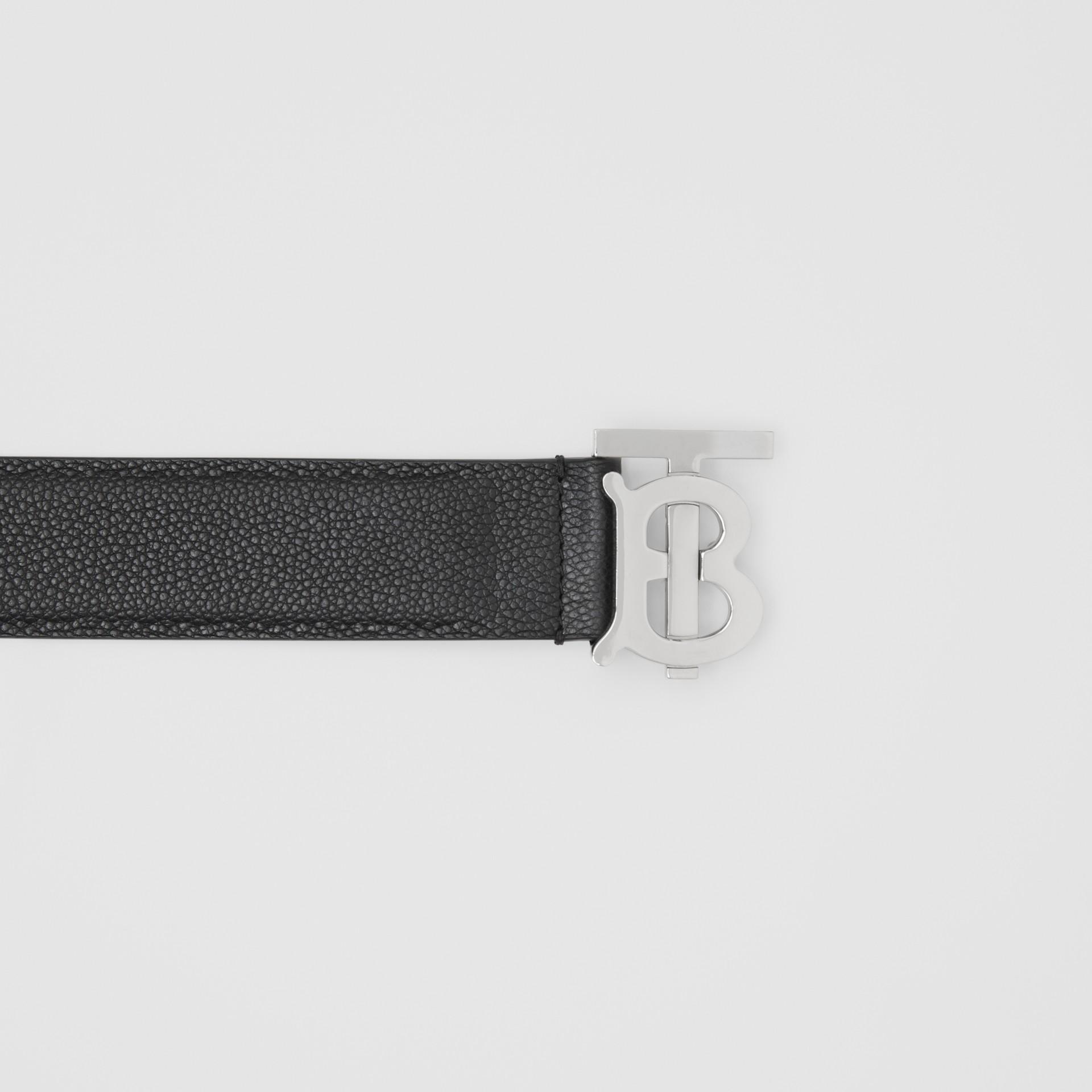 花押字圖案粒面皮革皮帶 (黑色) - 男款 | Burberry - 圖庫照片 5