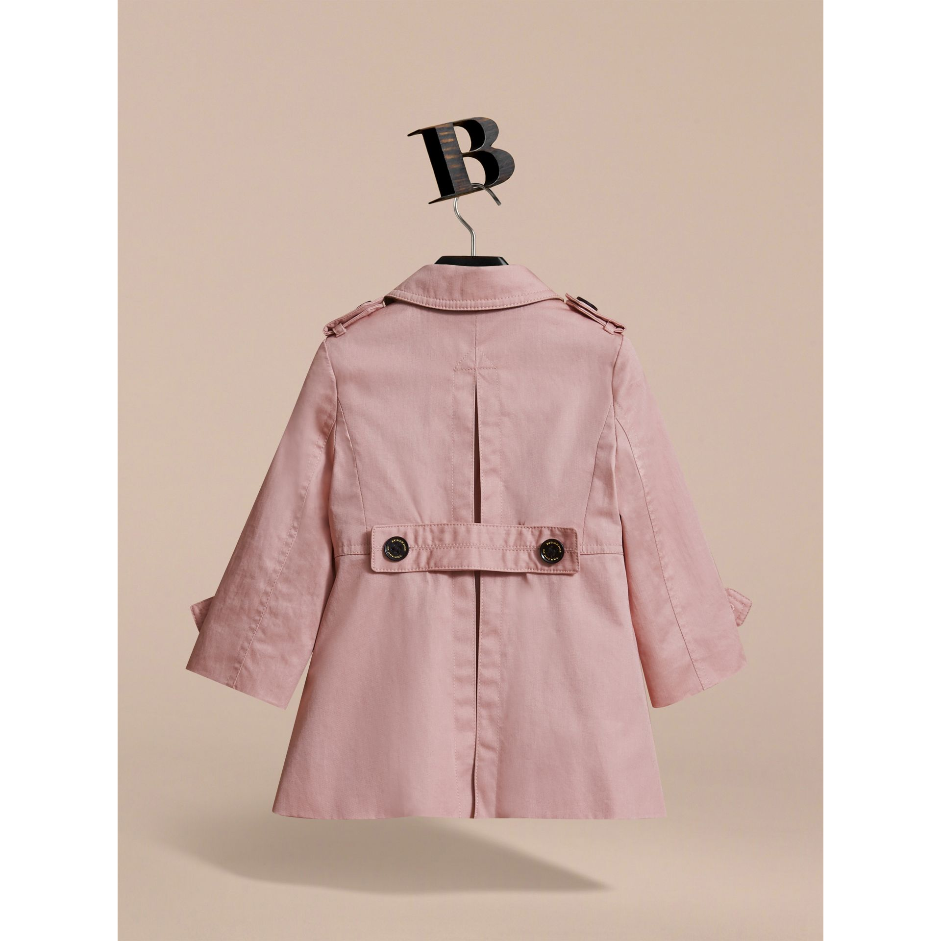 Trench-coat en coton à boutonnage simple (Rose Pâle) - Enfant | Burberry - photo de la galerie 4