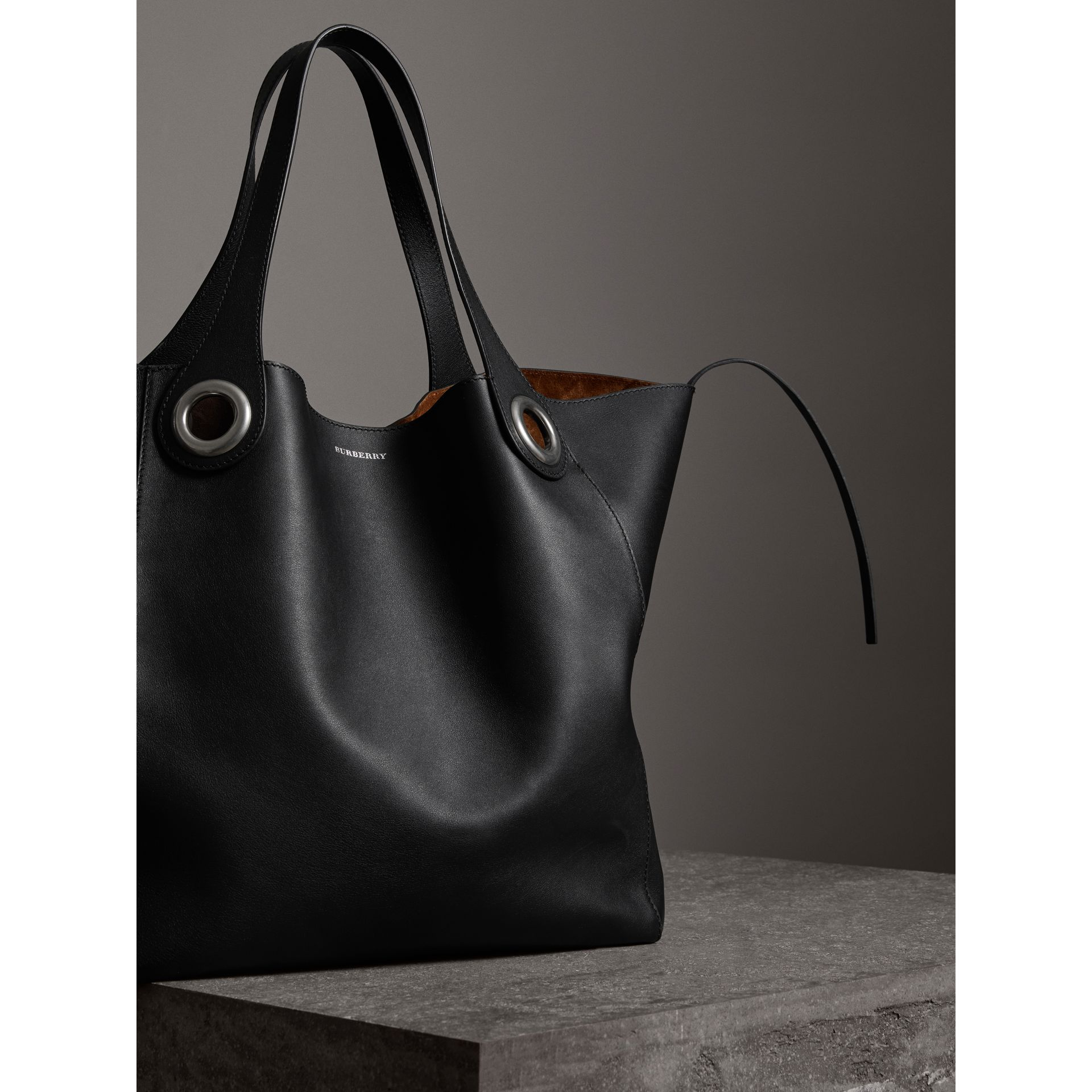 The Grommet Detail Leather Tote in Black | Burberry - gallery image 5