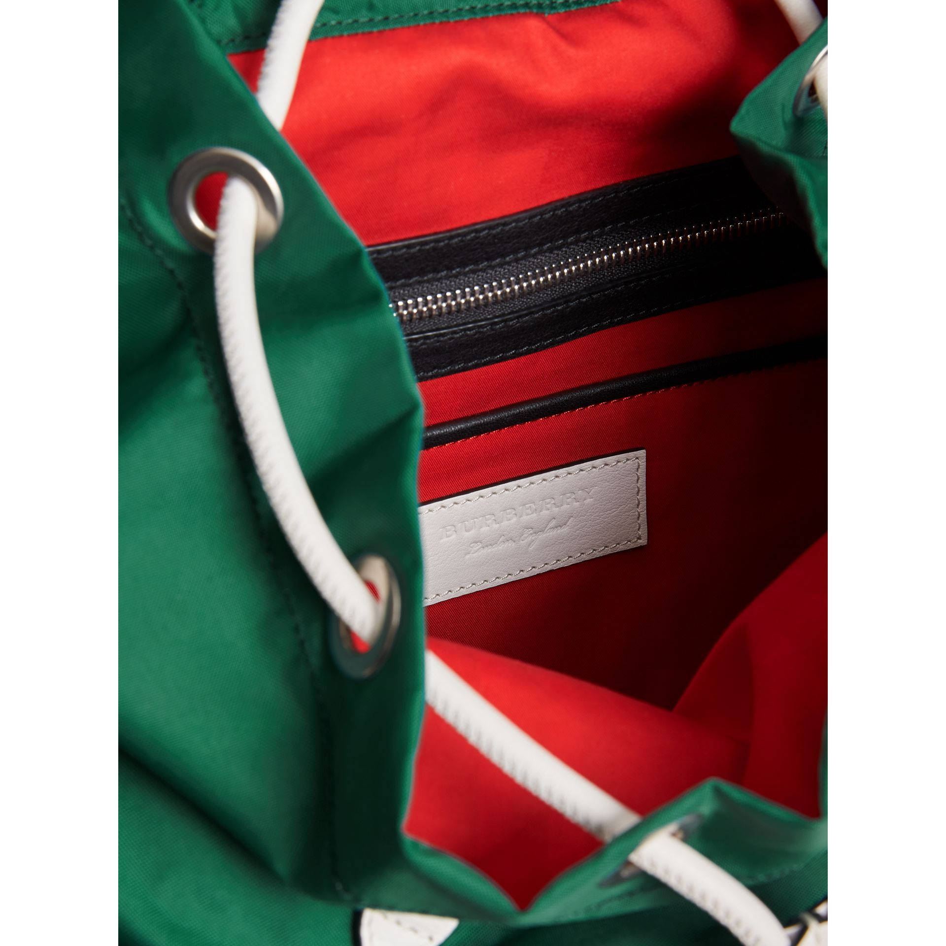 The Medium Rucksack aus Nylon und Leder im Colour-Blocking-Design (Dunkles Canvasblau) - Damen | Burberry - Galerie-Bild 5