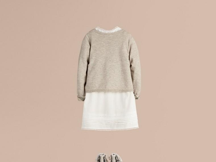 Camaïeu de gris pâles Cardigan en maille de coton avec poignets à motif check Camaïeu  Gris Pâles - cell image 2