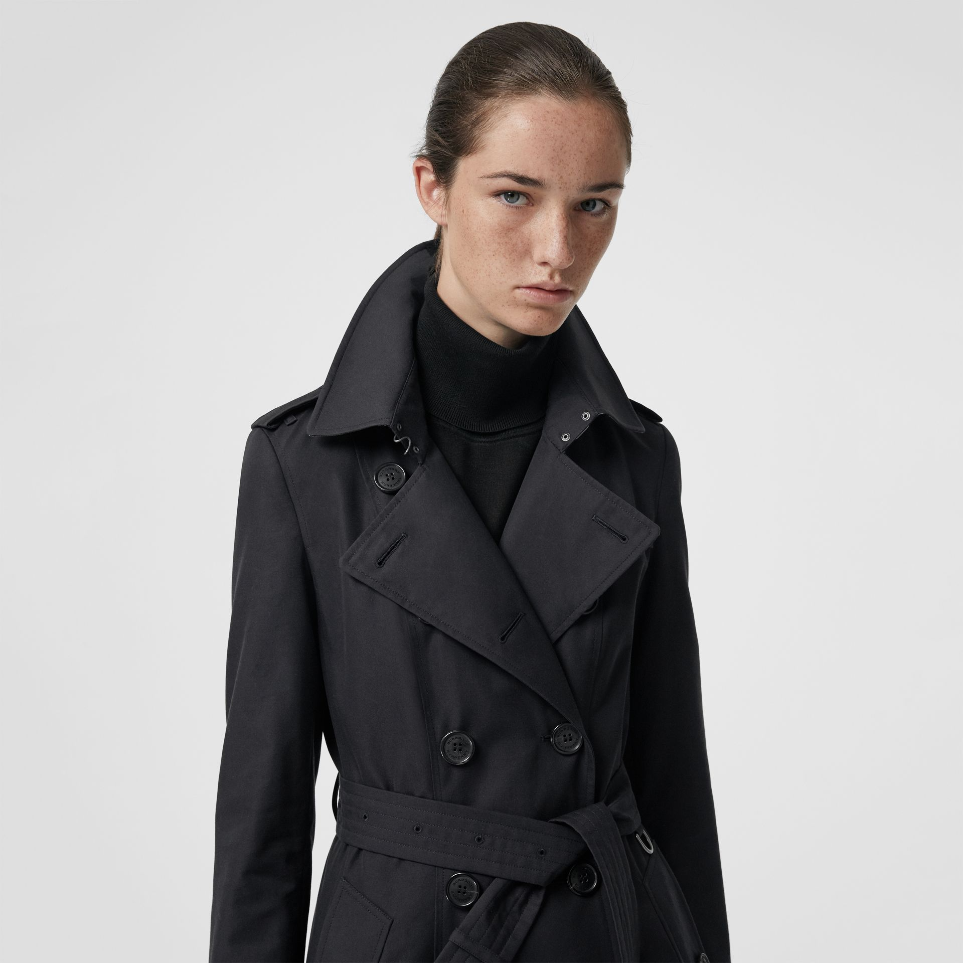 The Chelsea Heritage Trench Coat in Midnight - Women | Burberry Singapore - gallery image 6