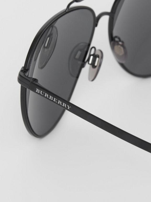 Top Bar Detail Pilot Sunglasses in Black - Men | Burberry United Kingdom - cell image 1