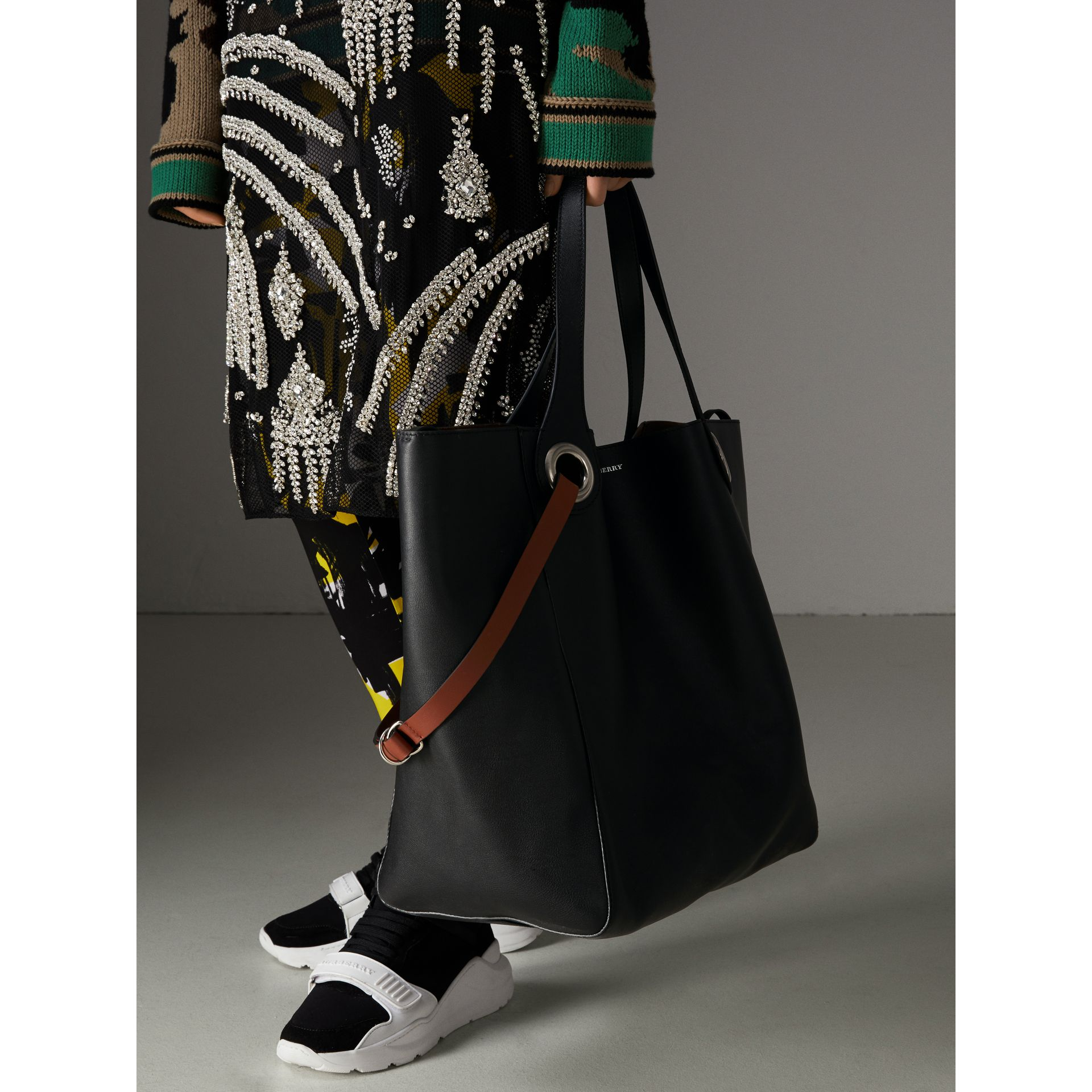 The Large Leather Grommet Detail Tote in Black | Burberry Australia - gallery image 4