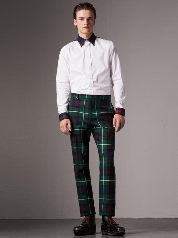 Camisa em popeline com detalhes em xadrez tartan de gabardine de algodão (Branco)