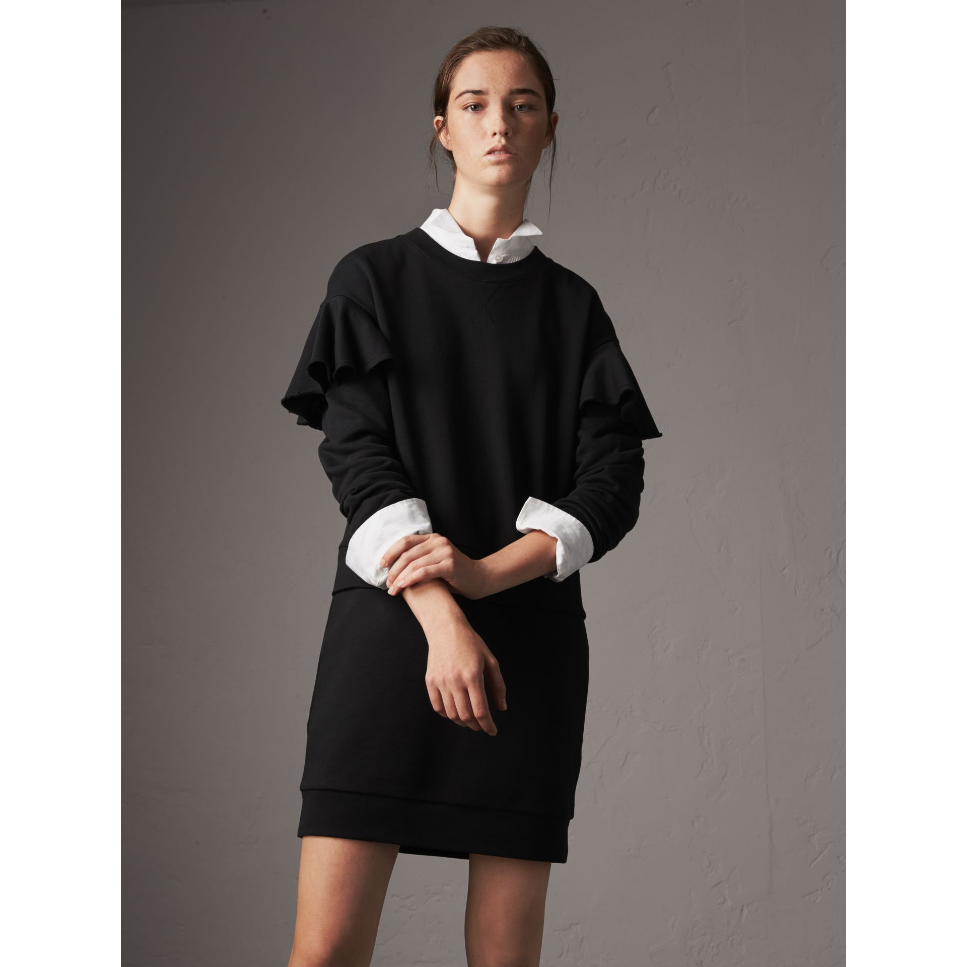 Robe pull en coton à manches à volants (Noir) - Femme | Burberry - photo de la galerie 1