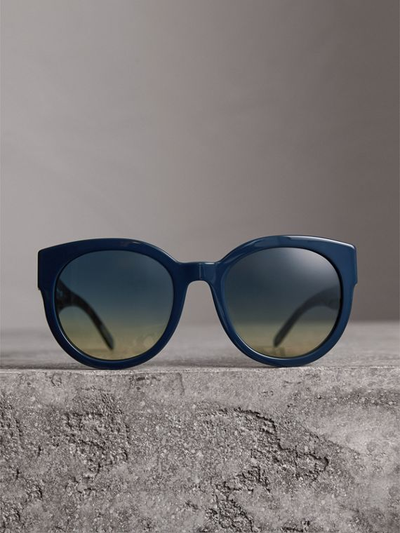 Round Frame Sunglasses in Navy - Women | Burberry - cell image 3