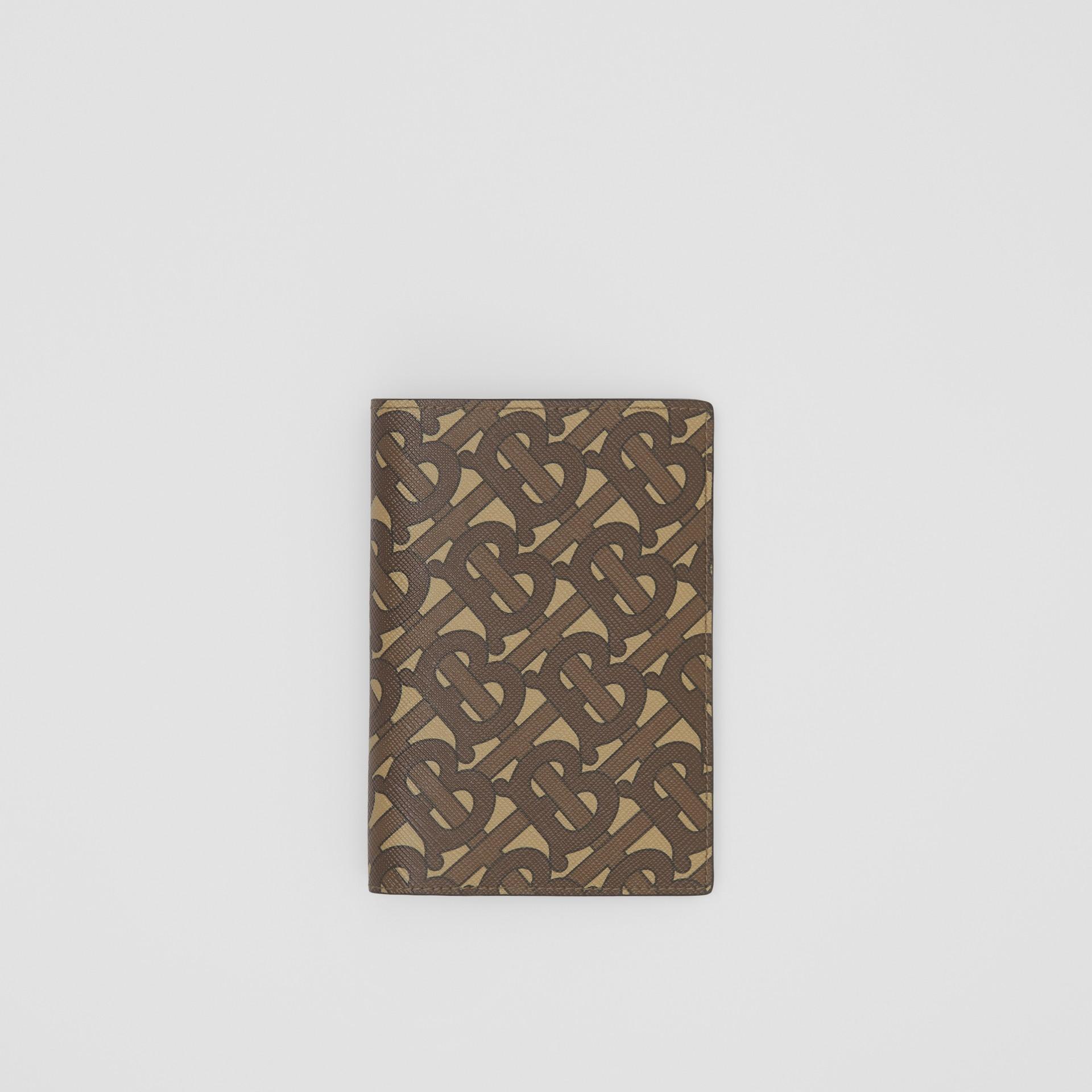 Porta-passaporte de lona ecológica com estampa de monograma (Castanho Couro) - Homens | Burberry - galeria de imagens 0