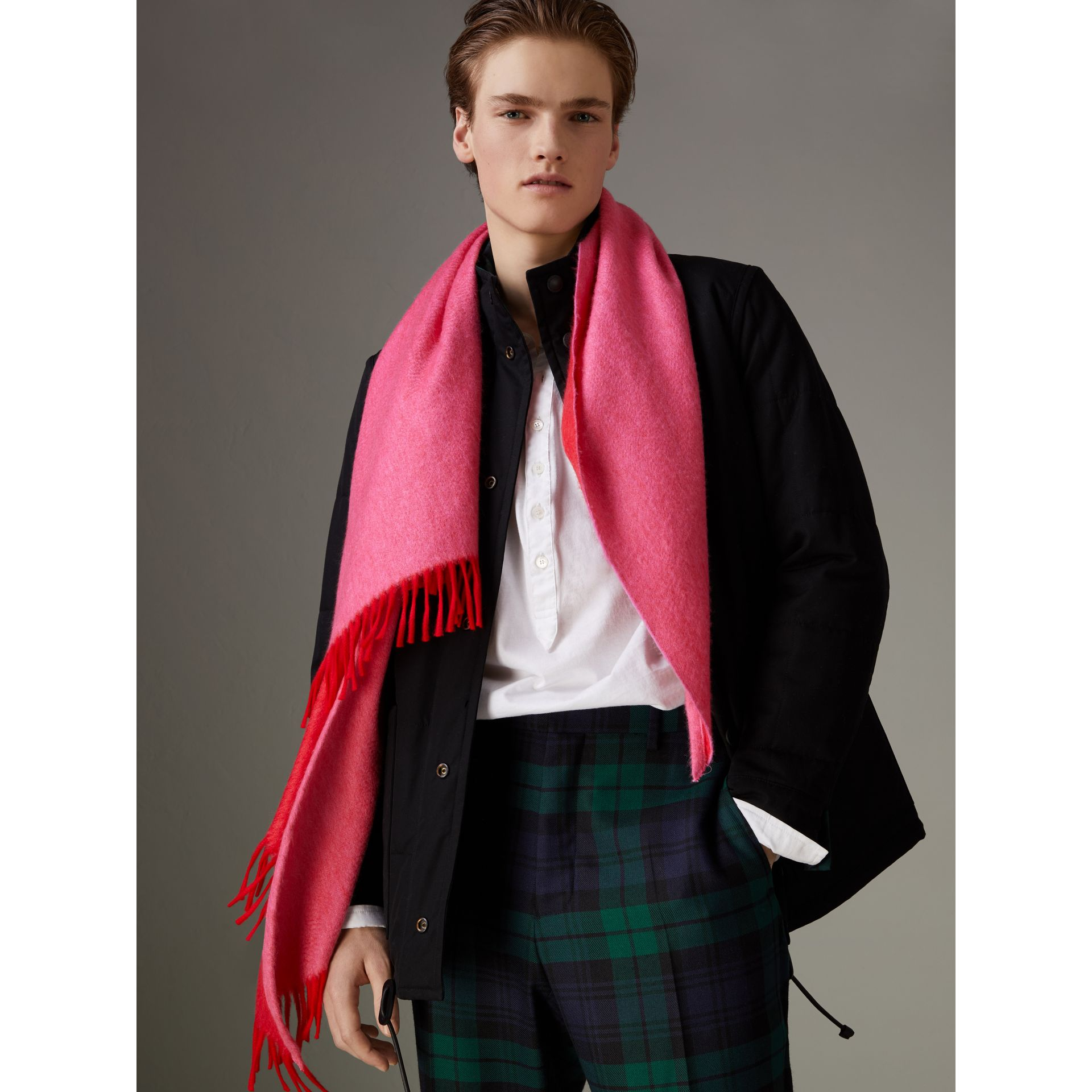 Bandana Burberry en cachemire (Rouge Vif) | Burberry - photo de la galerie 6