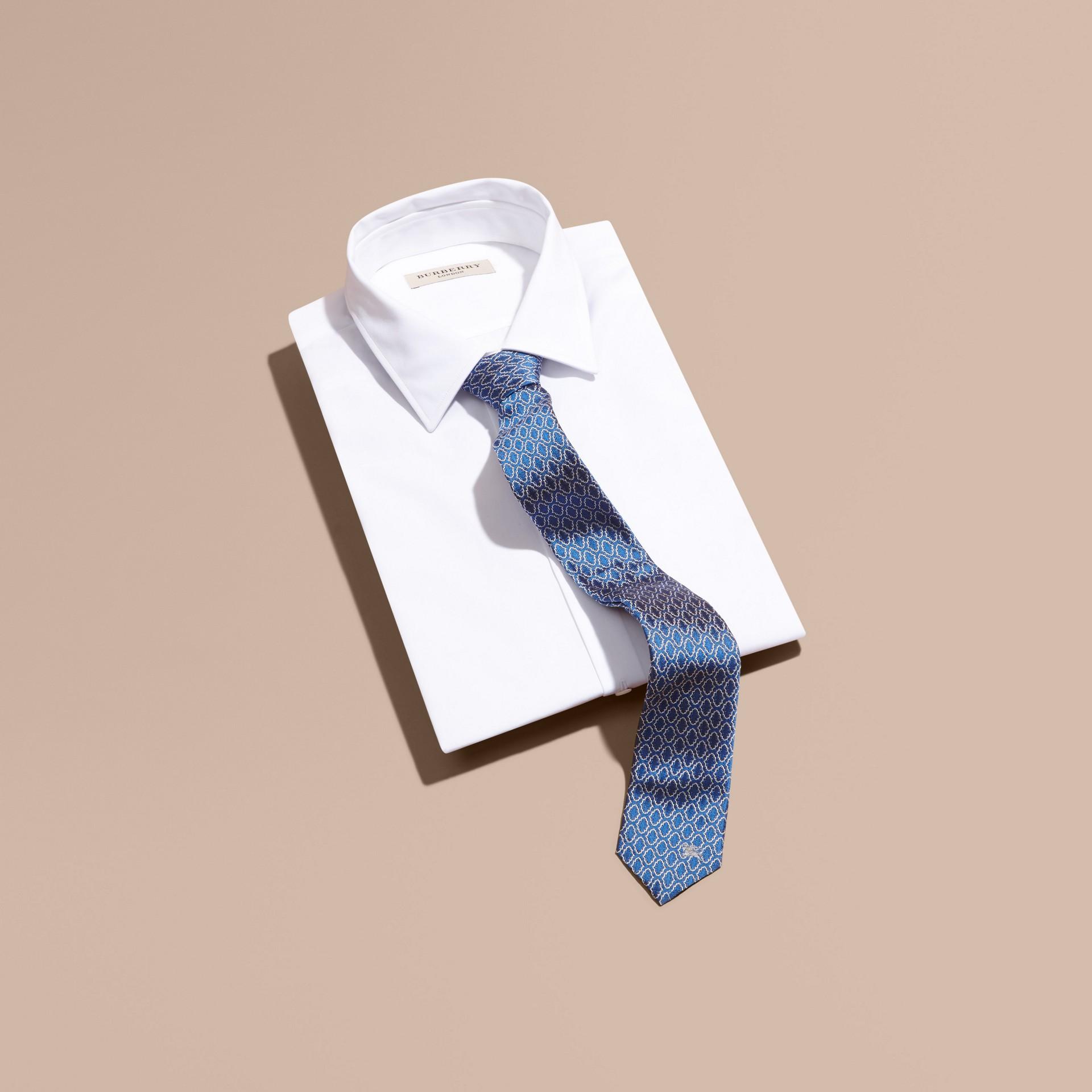 Blu ortensia Cravatta dal taglio sottile in seta jacquard con motivo geometrico Blu Ortensia - immagine della galleria 3