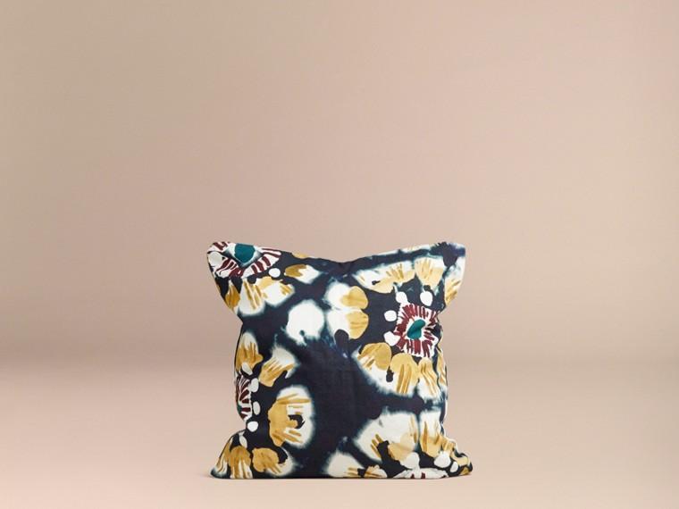 Encre Housse de coussin en coton à motif floral façon tie and dye Encre - cell image 2