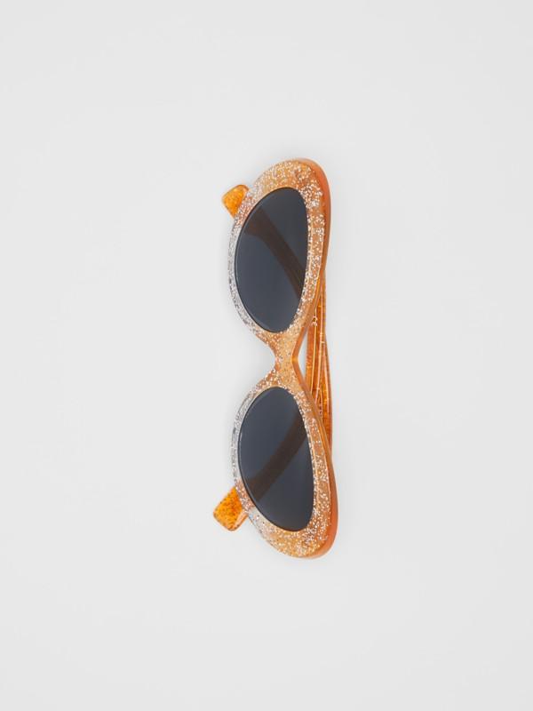 Lunettes de soleil à monture œil-de-chat avec détail pailleté (Orange) - Femme | Burberry - cell image 3